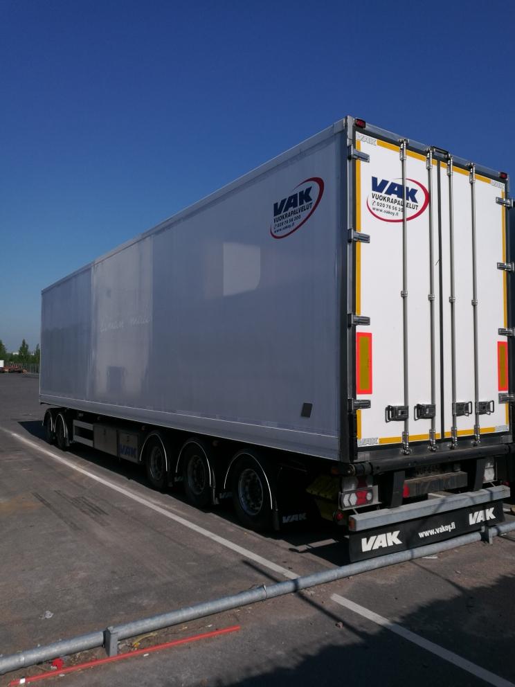 5-akselinen täysperävaunu hydraulisilla välitasoilla VAK 2009