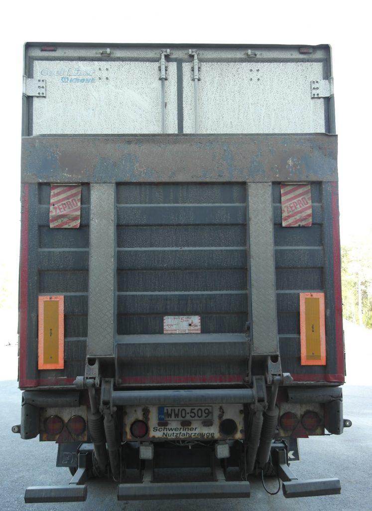 3-akselinen kokosivuaukeava puoliperävaunu kylmäkoneella